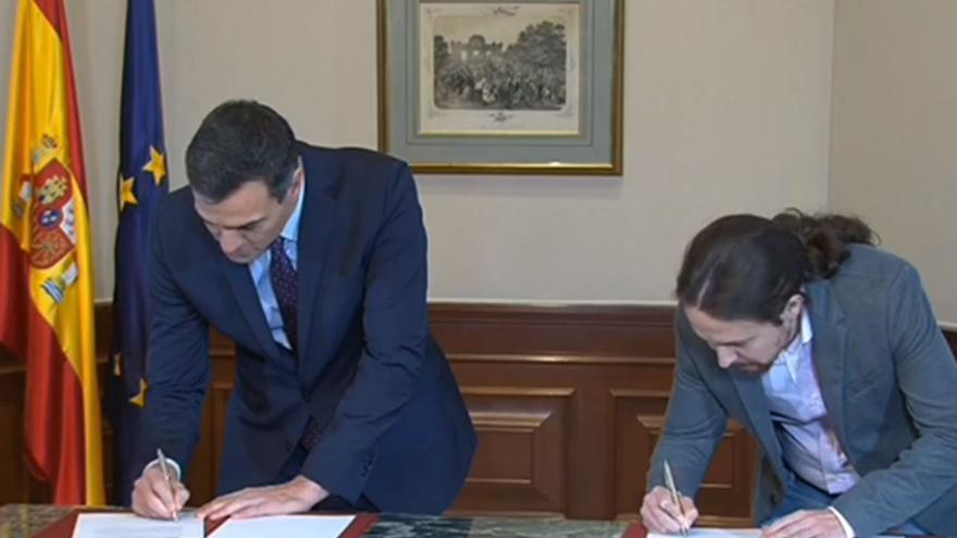 Pedro Sánchez y Pablo Iglesias firman su acuerdo de Gobierno