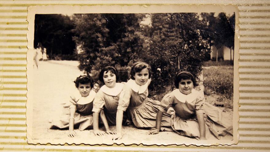Victoria –segunda por la derecha– en el Preventorio de Guadarrama.  