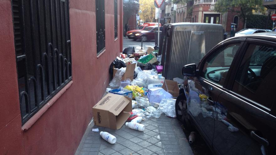 La basura impide el paso de los viandantes en Madrid tras un día de huelga de los servicios de limpieza / I.C.