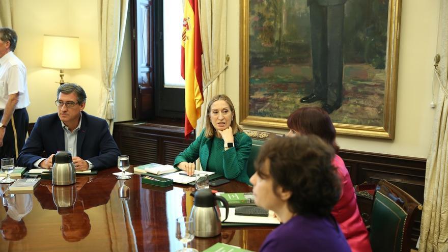 PSOE y Podemos piden a Pastor que reúna a la Mesa del Congreso por los recursos a enmiendas de Presupuestos y la moción