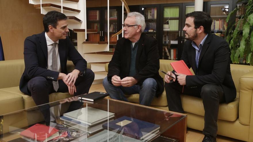 Pedro Sánchez, en su reunión con Cayo Lara y Alberto Garzón