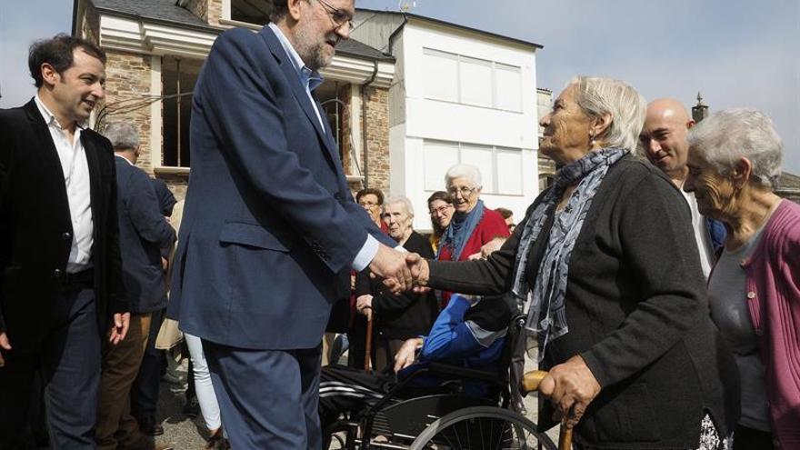 Rajoy alaba en campaña las bondades de Galicia: Me gusta todo de esta tierra