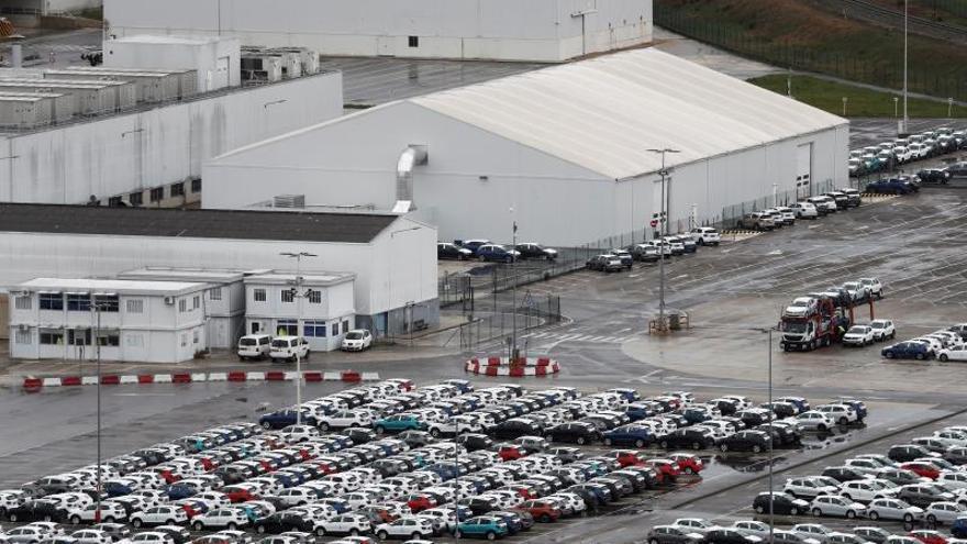 Imagen de la campa de Volkswagen Navarra con los últimos vehículos salidos de la producción.