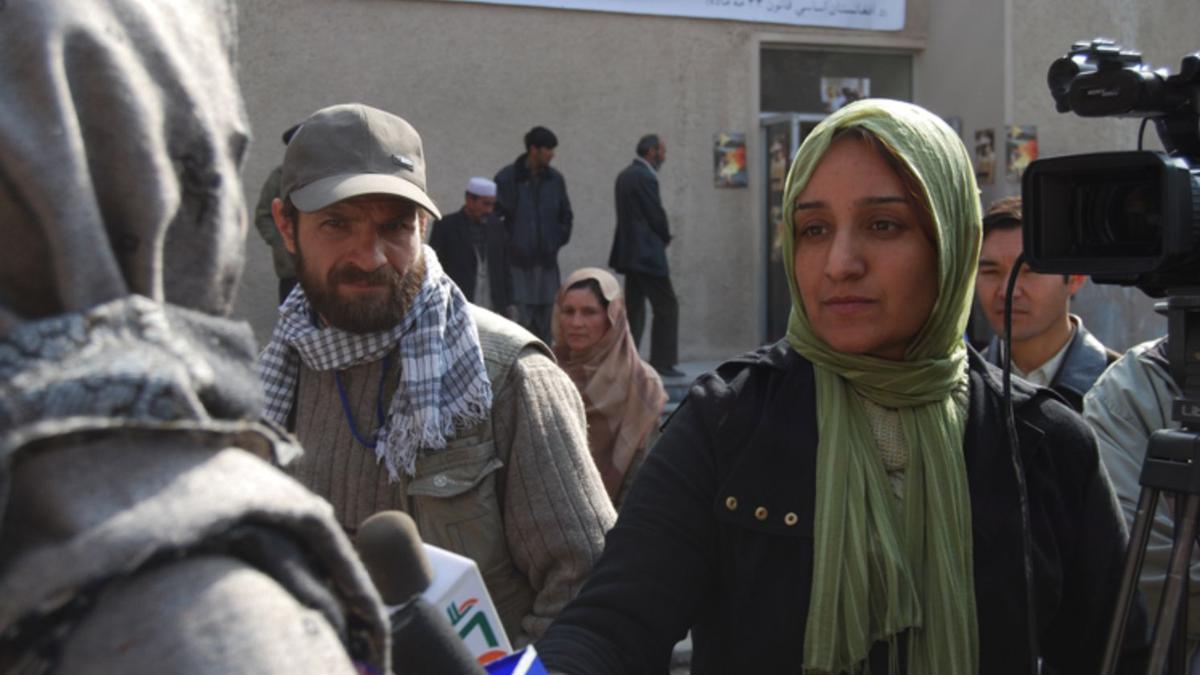 Shakila Ibrahimjil trabajando como periodista en Afganistán (2007).