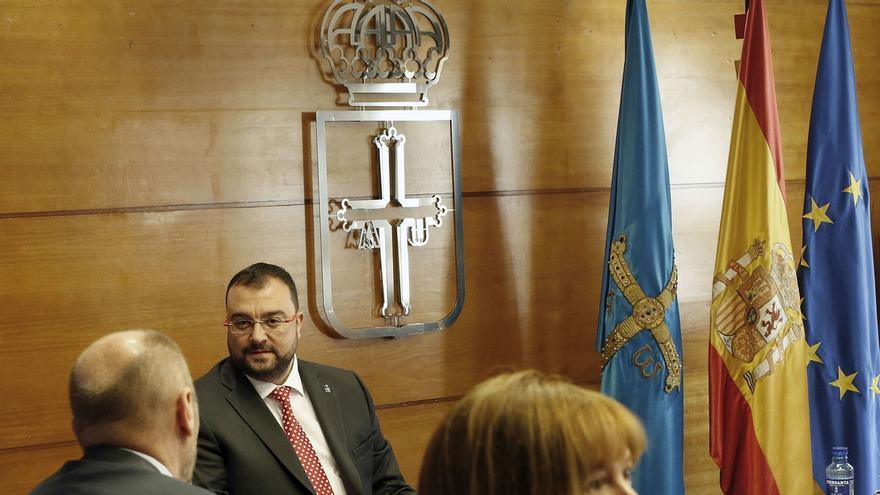 """Presidente de Asturias acusa a Ayuso de generar """"el mayor ataque a la Constitución"""" con su bajada de impuestos en Madrid"""