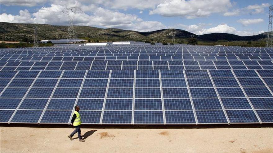 """Las renovables arremeten contra el Gobierno por """"ensañarse"""" con el sector"""