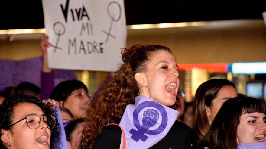 Manifestante en la concentración del 8M en Murcia