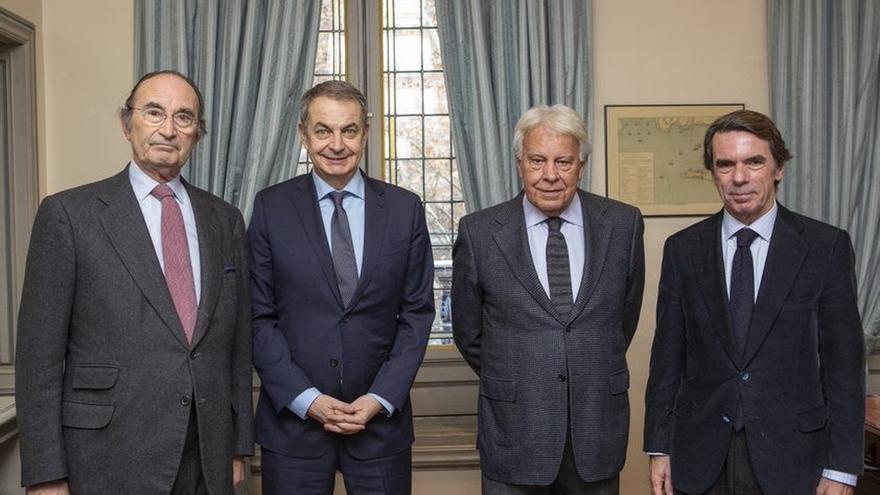 Felipe González, Aznar y Zapatero, juntos en la reunión del patronato de Elcano