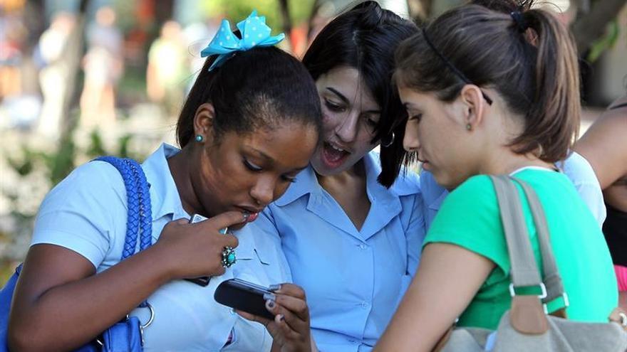 Cuba anuncia que instalará 500.000 nuevas líneas móviles en 2016