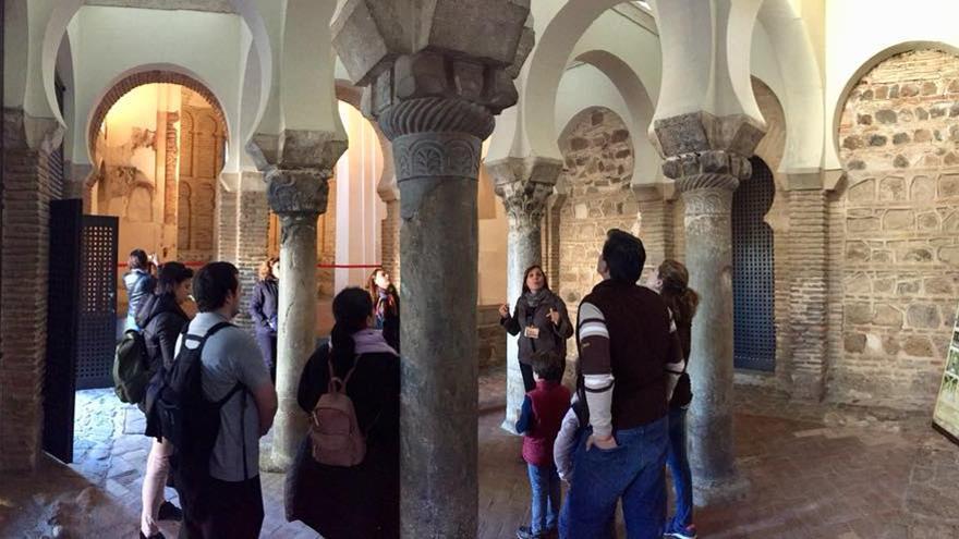 Tour turístico en la mezquita del Cristo de la Luz