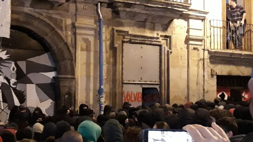 Abren una de las puertas de Rozalejo y facilitan el acceso de personas desde Navarrería