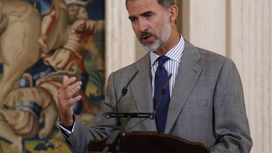 El Rey sigue la situación en Cataluña en contacto permanente con Rajoy