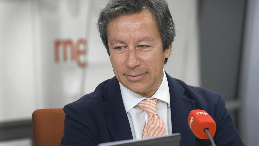 Floriano subraya que la privatización sanitaria parada en Madrid está vigente en Andalucía y Cataluña