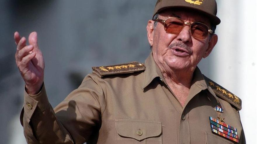 Raúl Castro recibe al emir de Catar en La Habana y asisten a la firma de acuerdos
