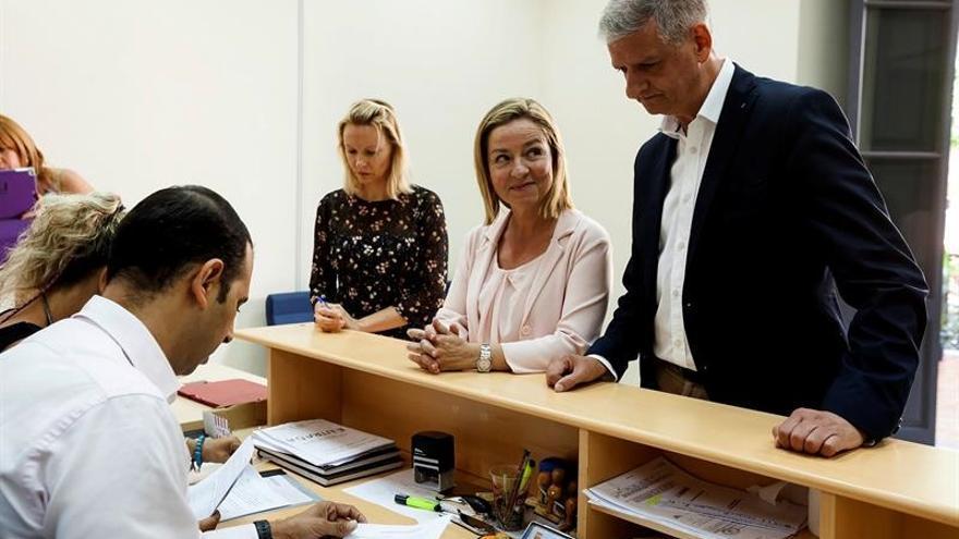 Ana Oramas y Francisco Linares presentaron sus candidaturas este lunes ante la Junta Electoral / Ramón de la Rocha/EFE