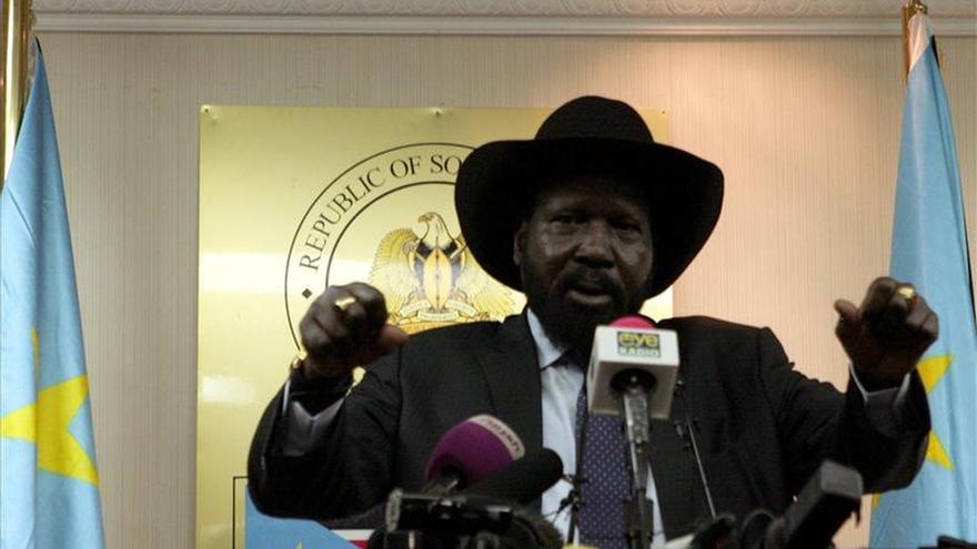 El presidente sursudanés y el líder rebelde firman un nuevo acuerdo de paz