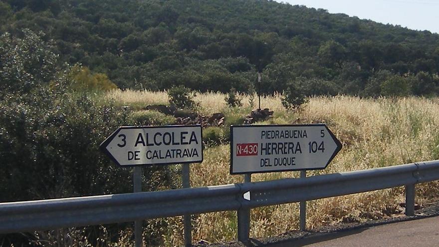 Cruce para entrar a Piedrabuena. Foto por Diego Rodríguez.