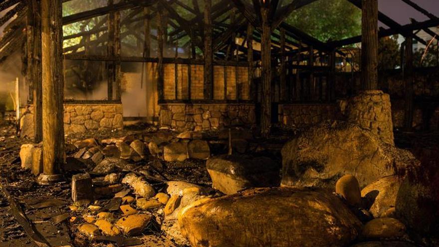Un voraz fuego destruye las termas de A Chavasqueira en la ciudad de Ourense