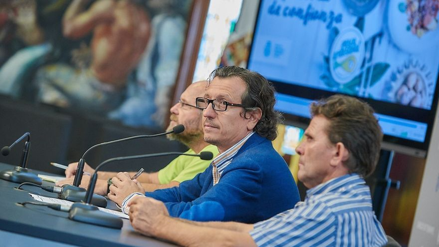 Fernando Gutiérrez, Jesús Morales y Manuel Díaz, este lunes en el Cabildo de Tenerife