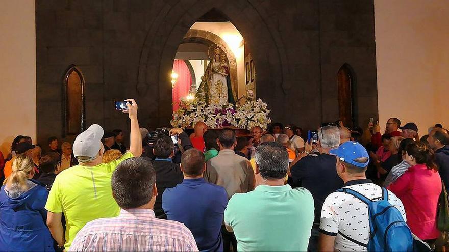 Salida de la Virgen del Pino de la iglesia de Bonanza.