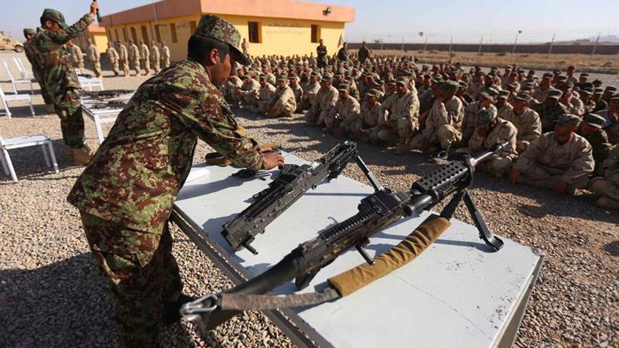 El Ejército afgano detiene a 30 policías por supuesta colaboración con los talibanes
