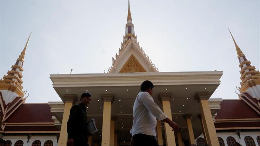 El Parlamento de Camboya aprueba imputar por traición al líder opositor