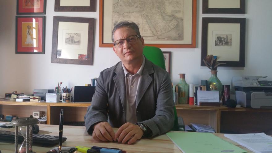 El abogado Ignacio Pastor Teso en su despacho de Santa Cruz de La Palma. Foto: LUZ RODRÍGUEZ.
