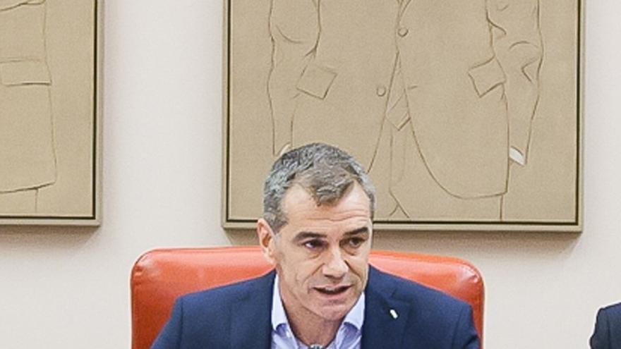 """Toni Cantó ve """"vergonzoso"""" que Mas y el Govern utilicen una urna, """"símbolo de la democracia"""", para """"tapar la corrupción"""""""