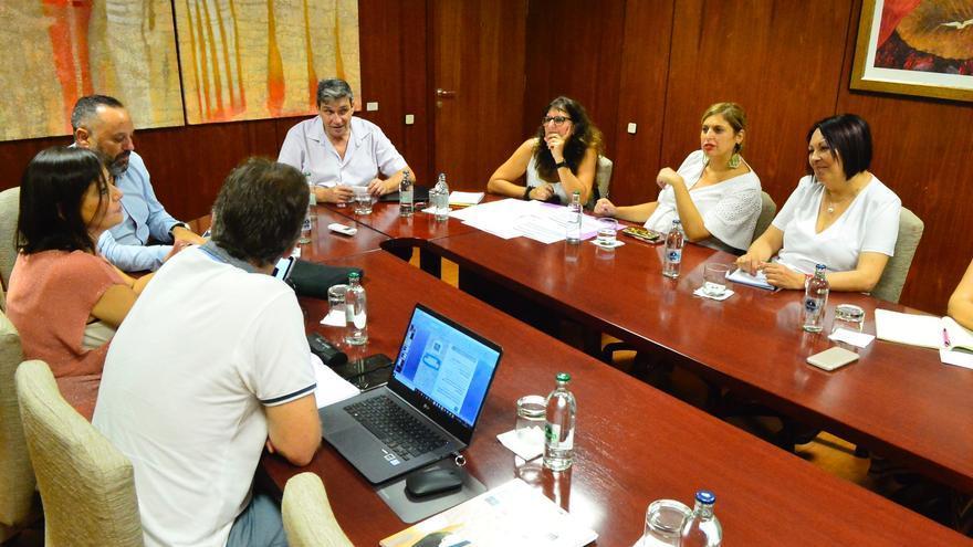 Reunión entre representantes del Ayuntamiento de Las Palmas de Gran Canaria y la Corporación Insular.