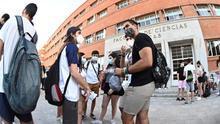 Selectividad con mascarilla a 36 grados en Madrid