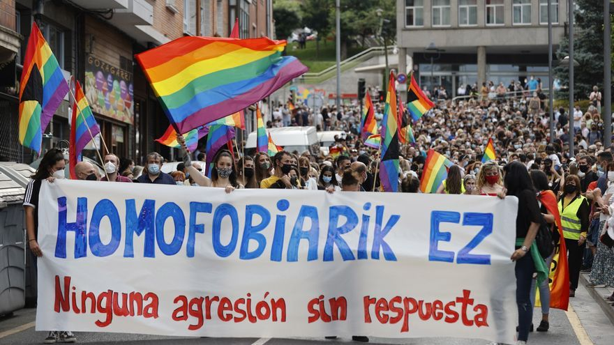 Una manifestación denuncia en Basauri la agresión homófoba a un joven de 23 años