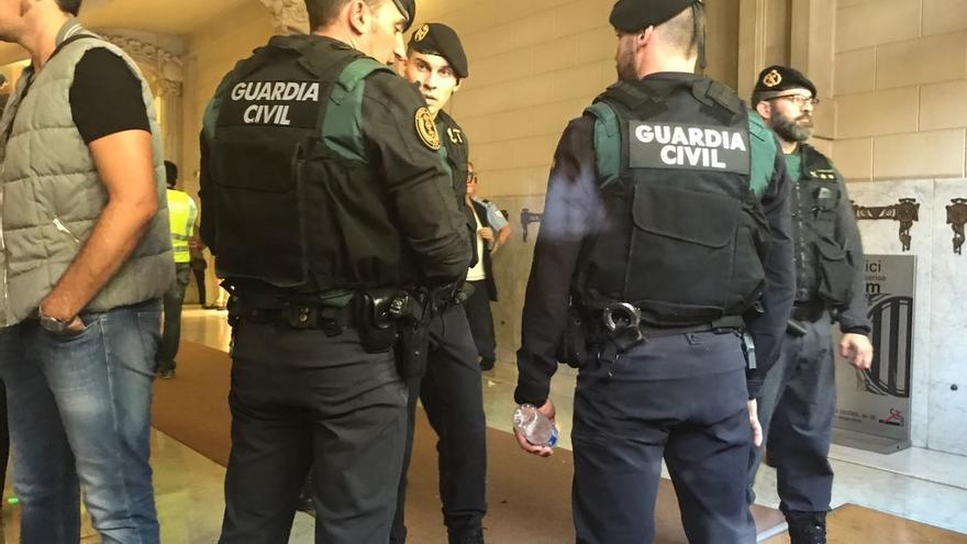Interior compensará con 80 euros por día a los guardias civiles comisionados forzosamente en Cataluña