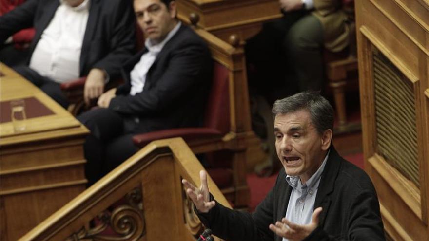 El Parlamento griego vota hoy nuevo paquete de medidas para obtener un tramo del rescate