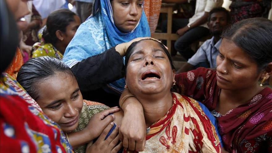 Suben a 660 los muertos por el derrumbe del complejo textil en Bangladesh