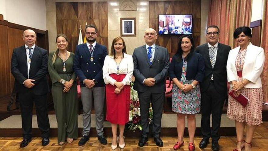 La presidenta del Cabildo, Nieves Lady Barreto, con los consejeros del grupo de Gobierno de CC.