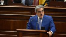 Román Rodríguez, en el Parlamento de Canarias.