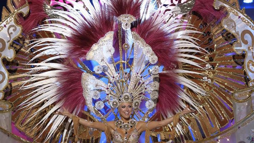 Esther Pérez Ramón, con su fantasía 'Grandiosa', ganadora de la gala de la reina
