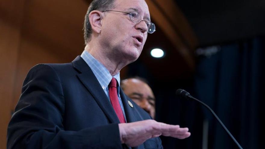 Demócrata presenta una propuesta para comenzar un juicio político contra Trump