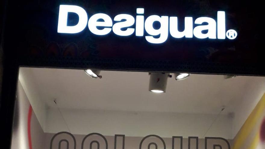 Una de las tiendas de ropa de la Gran Vía de Bilbao