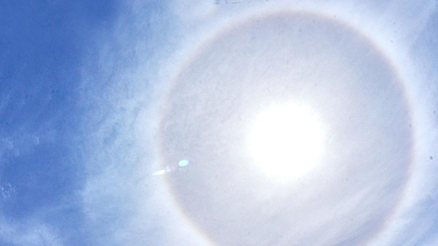 Espectacular halo solar fotografiado este martes, 16 de mayo, sobre Santa Cruz de La Palma.  Foto: JOSÉ A. AROZENA.