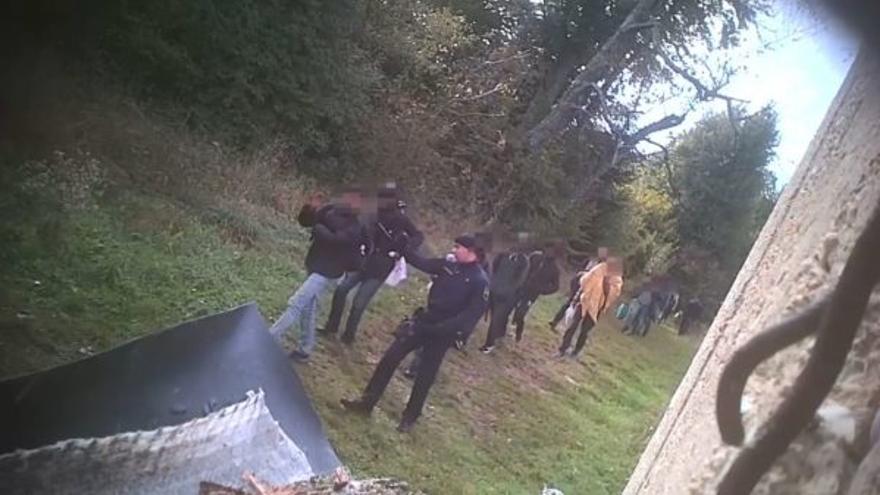 La grabación de uno de los agentes croatas expulsando a solicitantes de asilo a Bosnia.