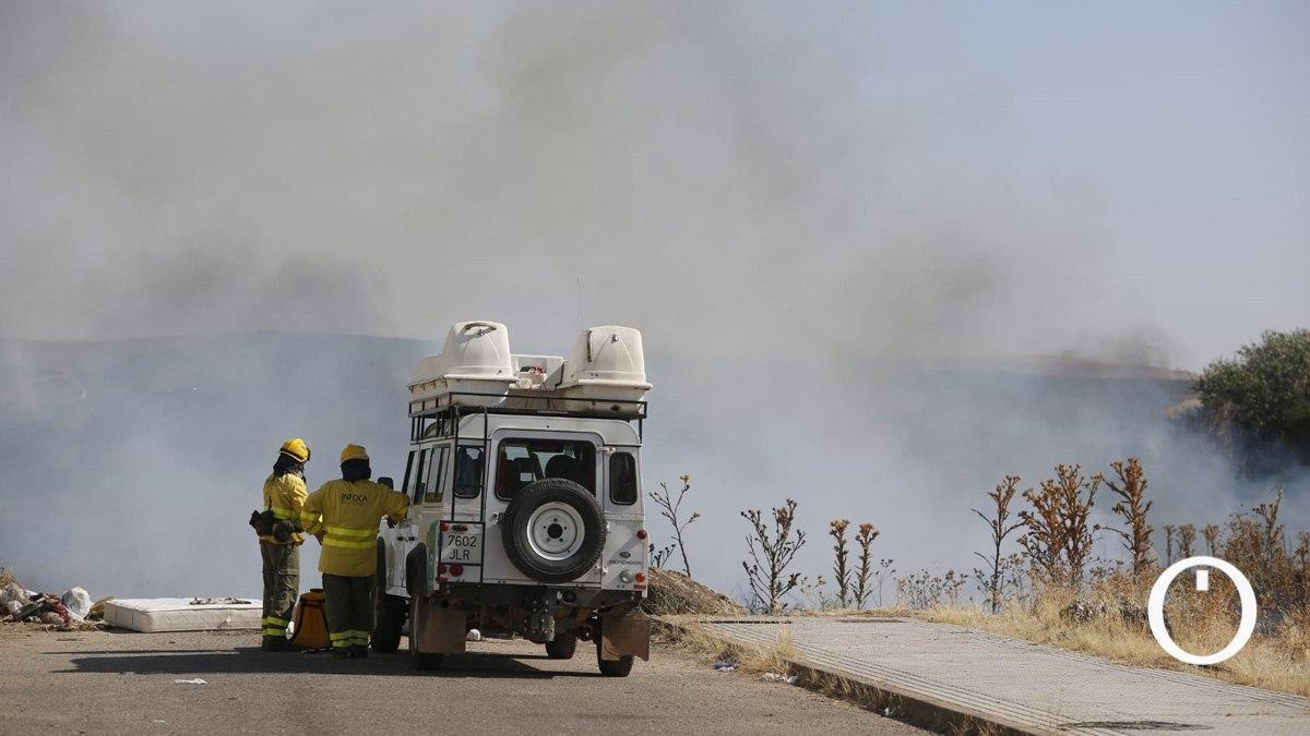 Trabajadores del Infoca en la zona donde ha comenzado el fuego
