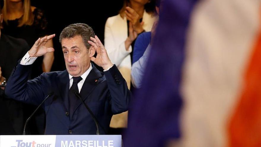 """Sarkozy se anuncia como la """"barrera"""" contra la ultraderecha francesa"""