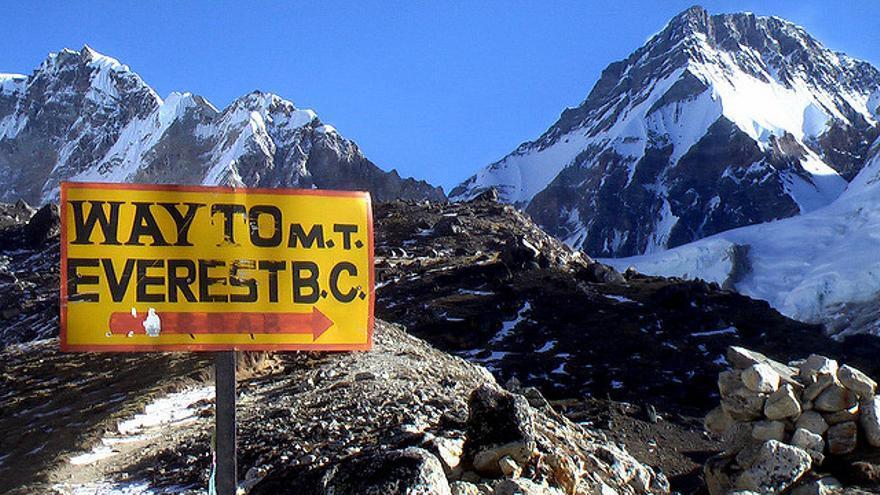 Camino al Campo Base del Monte Everest, uno de los senderos míticos de Nepal. Rick McCharles.