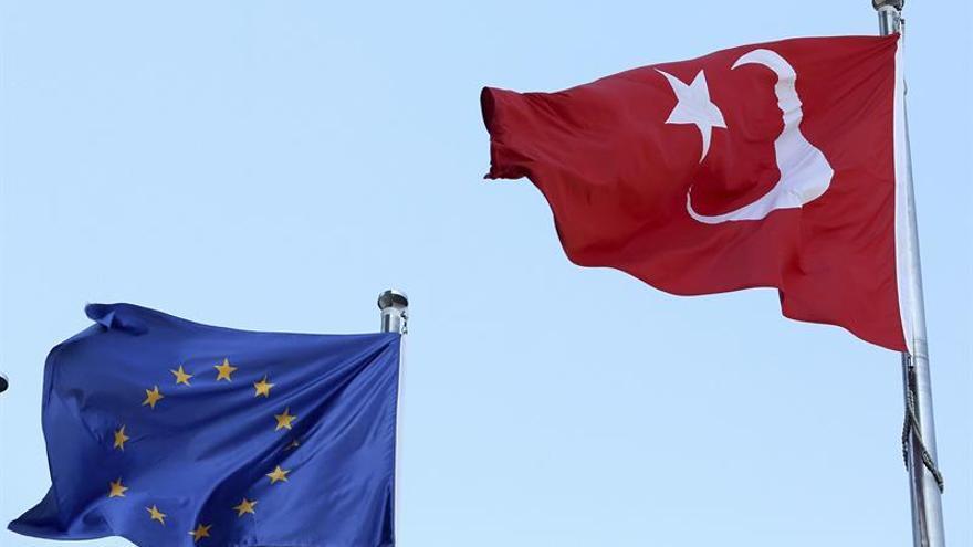 """Alemania alerta a sus ciudadanos de la """"pesadilla"""" de viajar a Turquía"""