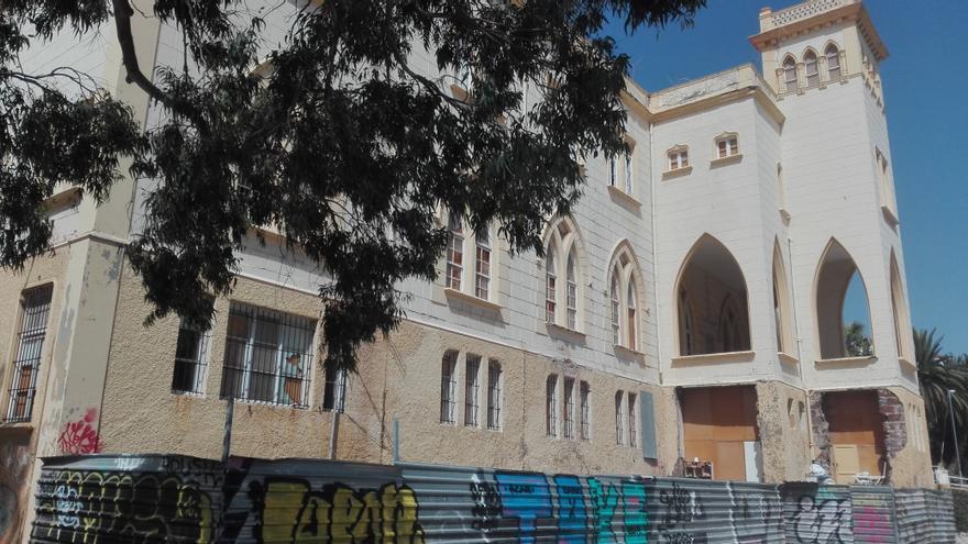 Edificio central, de estilo neogótico, radicado en el parque Viera y Clavijo, en la capital tinerfeña, antiguo colegio de La Asunción