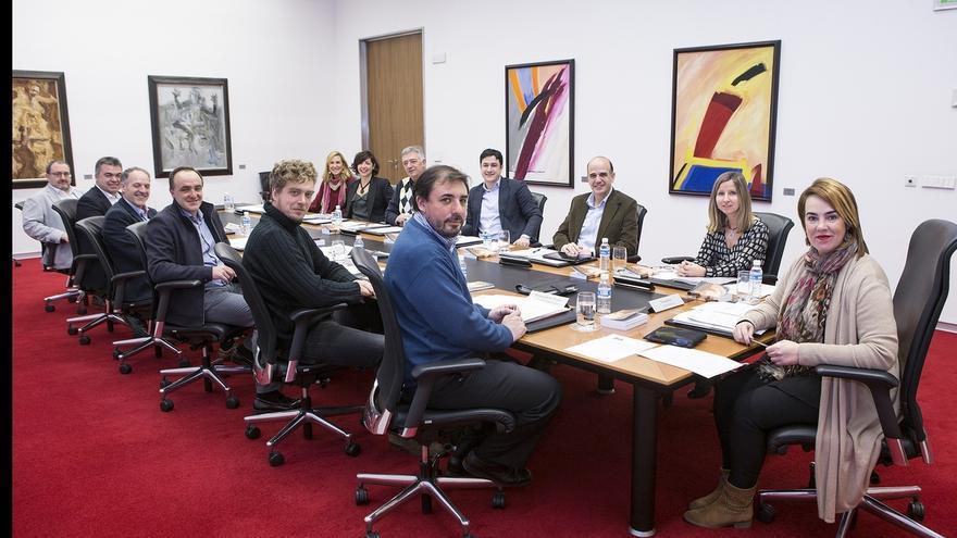 El balance del primer año de legislatura y una declaración sobre ETB, este lunes en Mesa y Junta del Parlamento