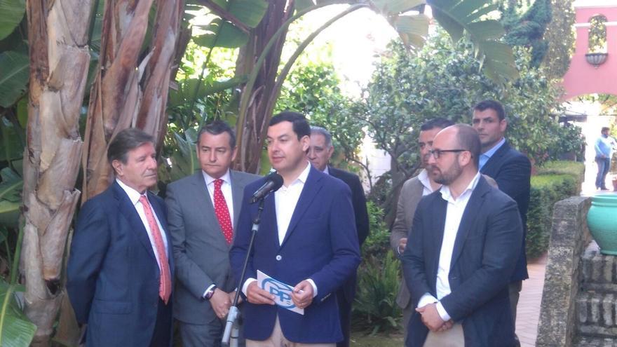 """Juanma Moreno (PP-A) lamenta la """"amnesia colectiva"""" de los exgobernantes de la Junta ante el juicio de los ERE"""