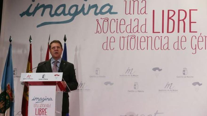 Emiliano García-Page en el acto institucional con motivo del 25N / JCCM