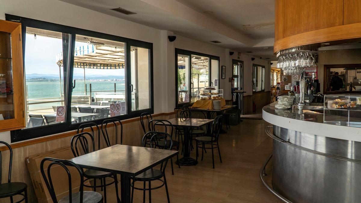 Interior de un local de hostelería de Santander.